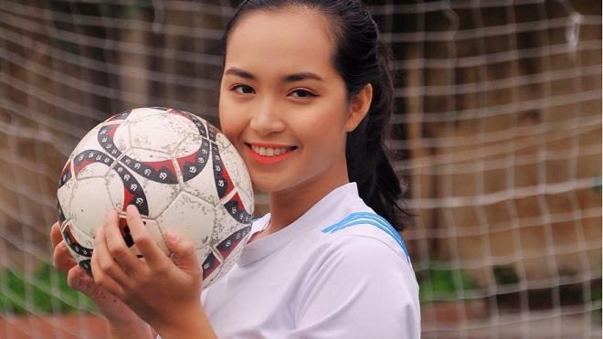 Cô trung vệ bóng đá được mệnh danh là 'hot girl thể thao'