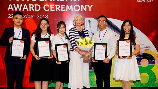 Đại học RMIT Việt Nam trao tặng 32 tỉ đồng học bổng cho sinh vên