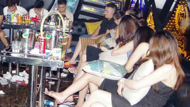 28 nam thanh, nữ tú mở tiệc ma tuý trong quán Karaoke