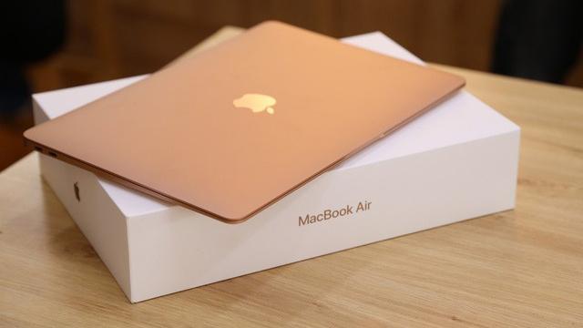 Hôm nay, người dùng đã có thể mua MacBook Air 2018 chính hãng tại Việt Nam
