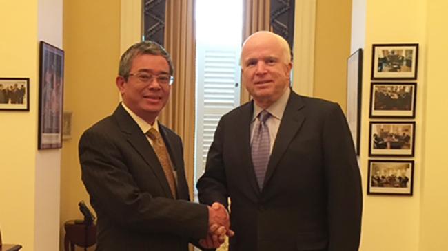 John McCain yêu thích ẩm thực, quan tâm đến nông dân Việt Nam