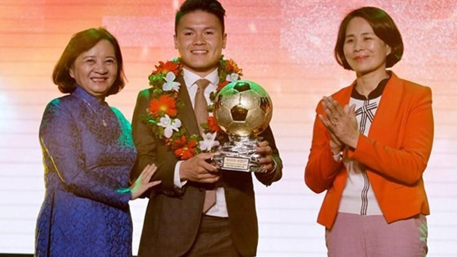 Quả bóng vàng Việt Nam 2018 thuộc về Quang Hải, Văn Hậu là cầu thủ trẻ xuất sắc nhất