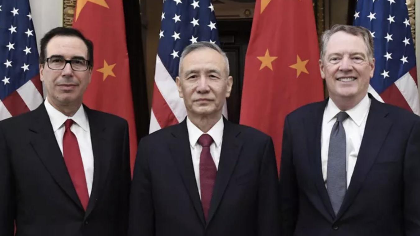 Tổng thống Mỹ bất ngờ hoãn áp thuế một số loại hàng hoá nhập từ Trung Quốc