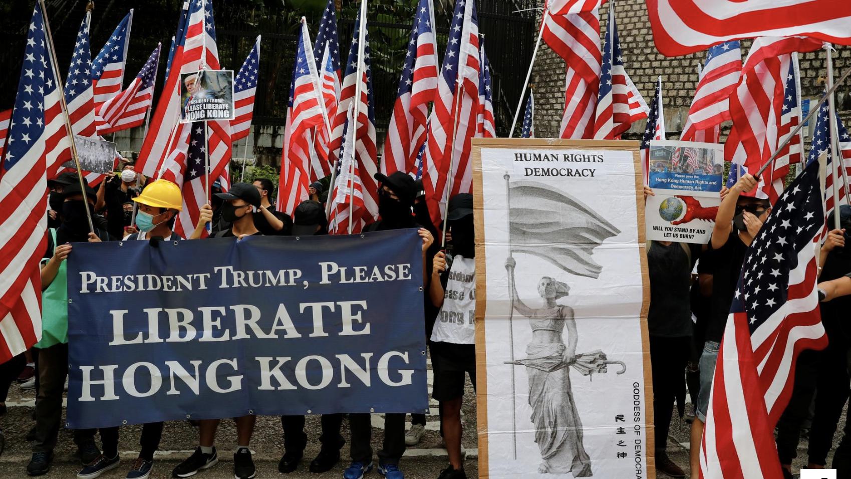 Người biểu tình ở Hồng Kông hát Quốc ca Mỹ, kêu gọi Trump giúp đỡ