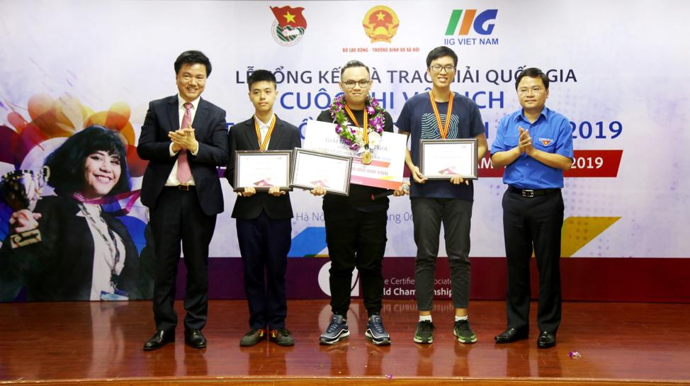 Sinh viên Trường ĐH Hoa Sen giành giải Nhất Quốc gia ACAWC 2019