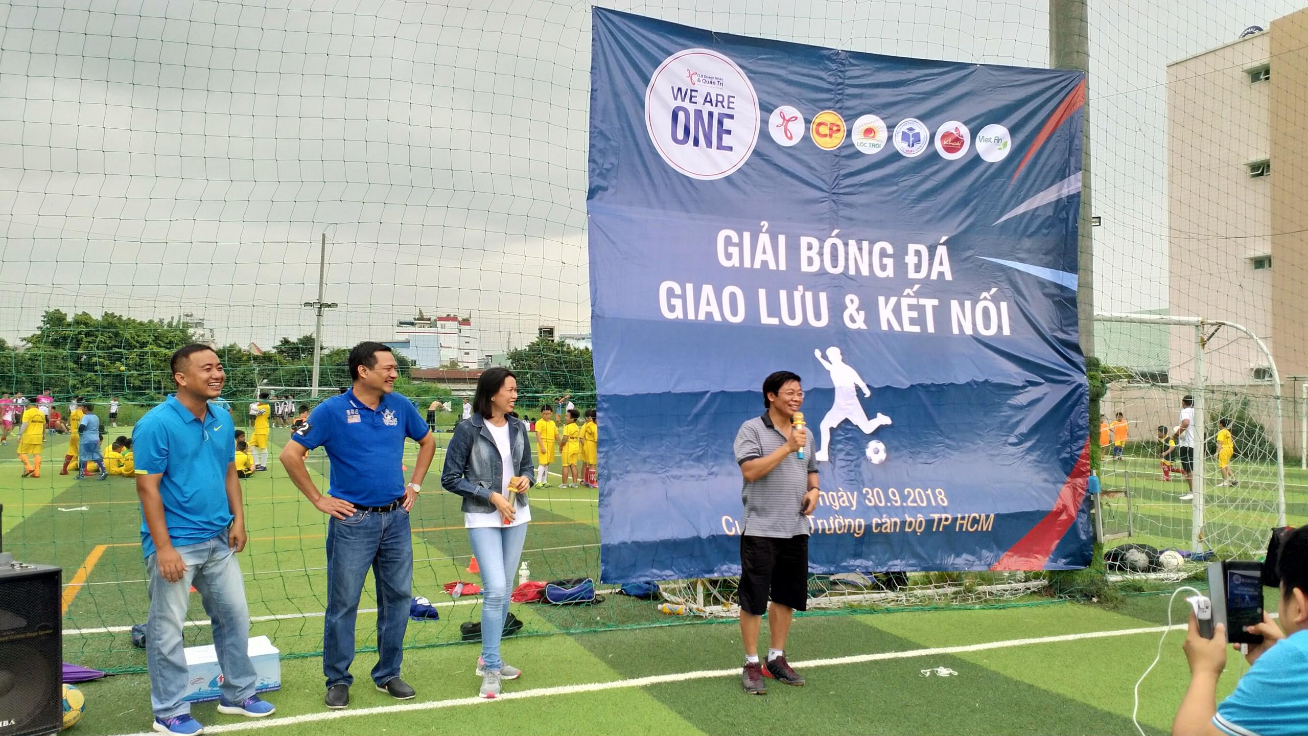 Đội bóng Trường ĐH Công nghiệp Thực phẩm TP.HCM vô địch giải bóng đá Giao lưu và kết nối