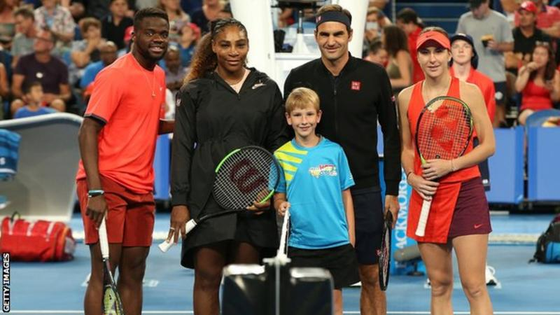 Federer và Serena Williams vui cười trong lần đầu chạm trán nhau ở Hopman Cup 2019