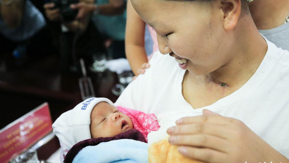 Hành trình 55 ngày kỳ diệu và câu chuyện đẹp như phim của mẹ con bé Bình An