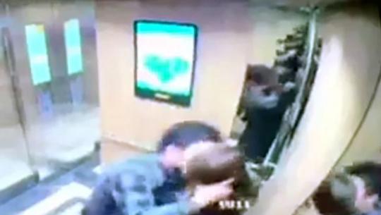 Phó thủ tướng yêu cầu kiểm tra vụ nữ sinh bị sàm sỡ trong thang máy