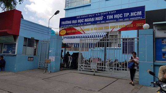 UBND TP HCM nhông công nhận hiệu trưởng Trường ĐH Ngoại ngữ tin học