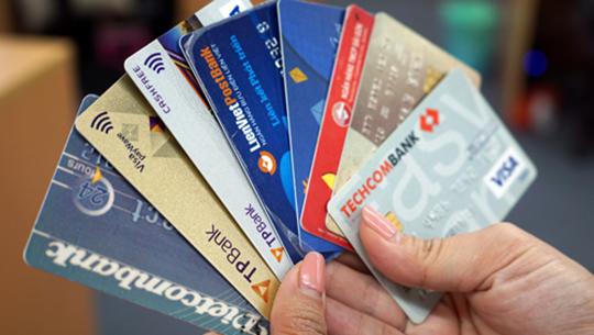 Ngân hàng đồng loạt cảnh báo tội phạm thẻ bùng phát cuối năm