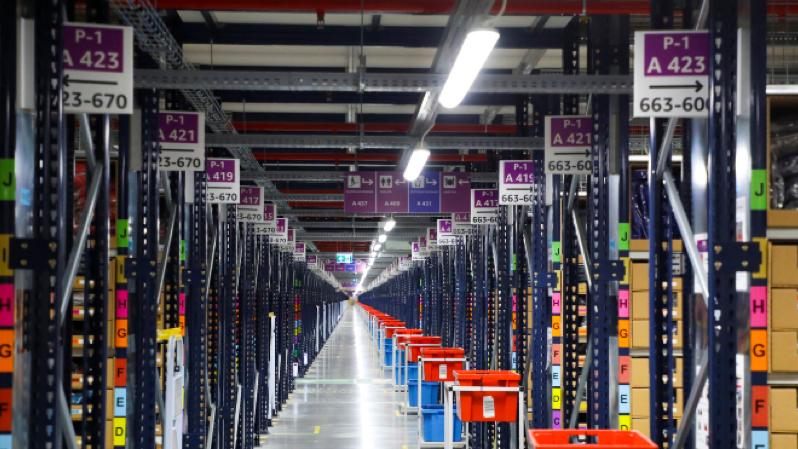 Amazon tặng các sản phẩm tồn kho cho người nghèo