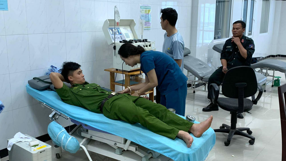 Từ dòng cầu cứu trên Facebook, 30 Cảnh sát Cơ động 'đổ bộ' bệnh viện