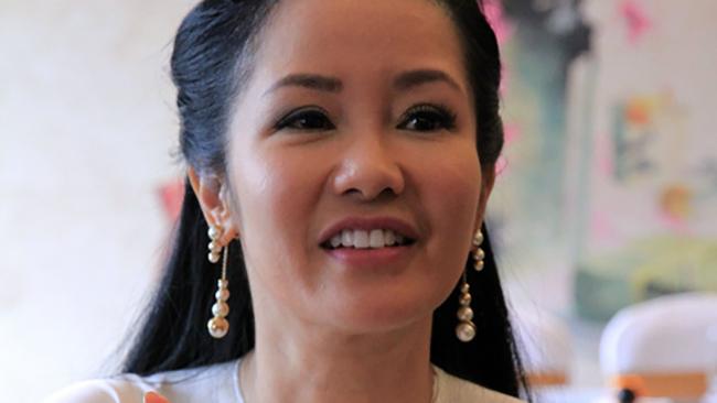 Ca sĩ Hồng Nhung gần như