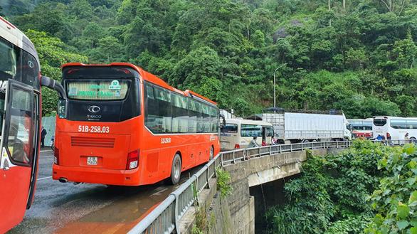 Sạt lở trên đèo Bảo Lộc khiến kẹt xe kéo dài gần 25km