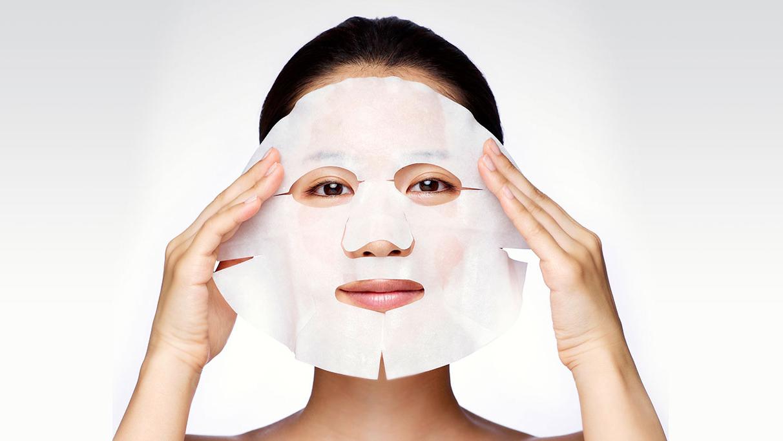 Thực hư mặt nạ đắp mặt chứa vi khuẩn, gây mụn