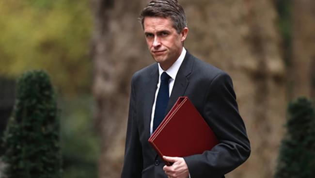 Bộ trưởng quốc phòng Anh mất chức vì vụ rò rỉ thông tin liên quan Huawei