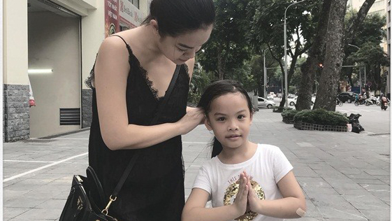 Phạm Quỳnh Anh đưa con gái về quê giữa tâm bão ly hôn
