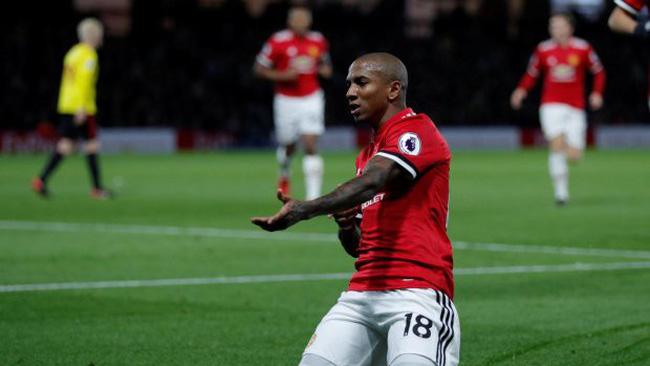 Man Utd gia hạn hợp đồng với công thần Ashley Young