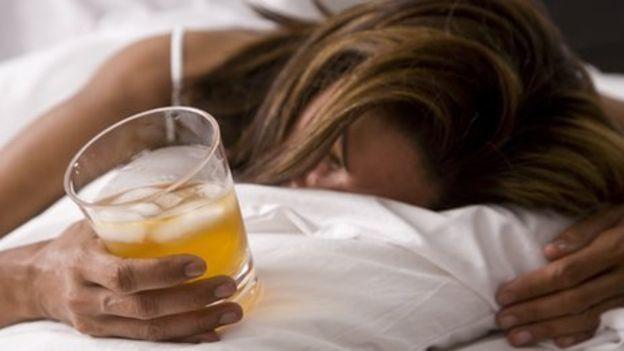 Rượu bia: Đàn ông, đàn bà gì cũng phải biết cách từ chối