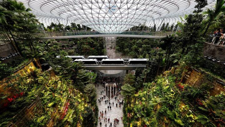 Khám phá  bên trong 'Viên ngọc' mới Jewel của sân bay Changi, Singapore