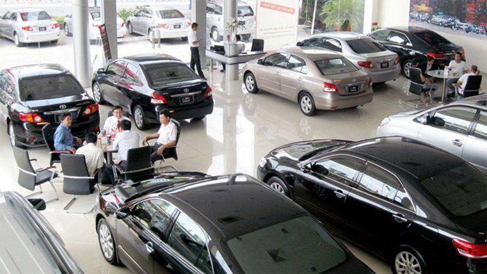 """Đại lý ôtô """"đạp"""" giá để thu hồi vốn"""