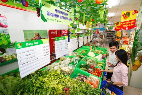 Dịp lễ, các siêu thị sôi sục... giảm giá