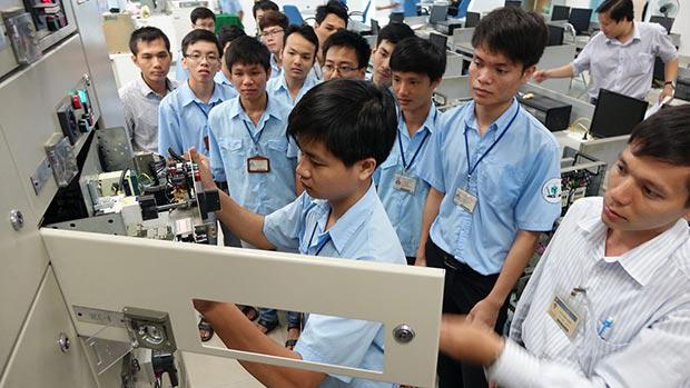 Trường ĐH Sư phạm Kỹ thuật TP HCM miễn học phí cho sinh viên ngành Robot và trí tuệ nhân tạo