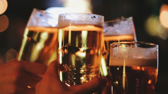 Đề xuất cấm bán rượu bia trên mạng Internet của Bộ Y tế liệu có khả thi?