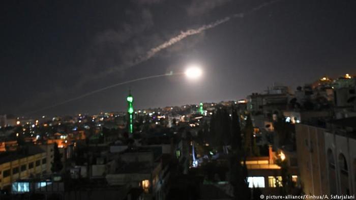Israel dội tên lửa vào thủ đô Damascus của Syria