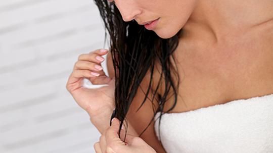 Tác hại của việc đi ngủ khi tóc còn ướt