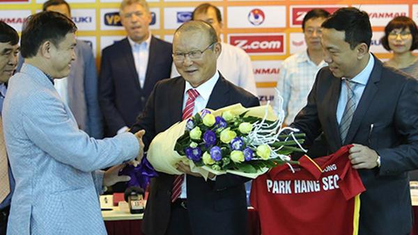 VFF chốt chỉ tiêu, chờ HLV Park Hang-seo gật đầu