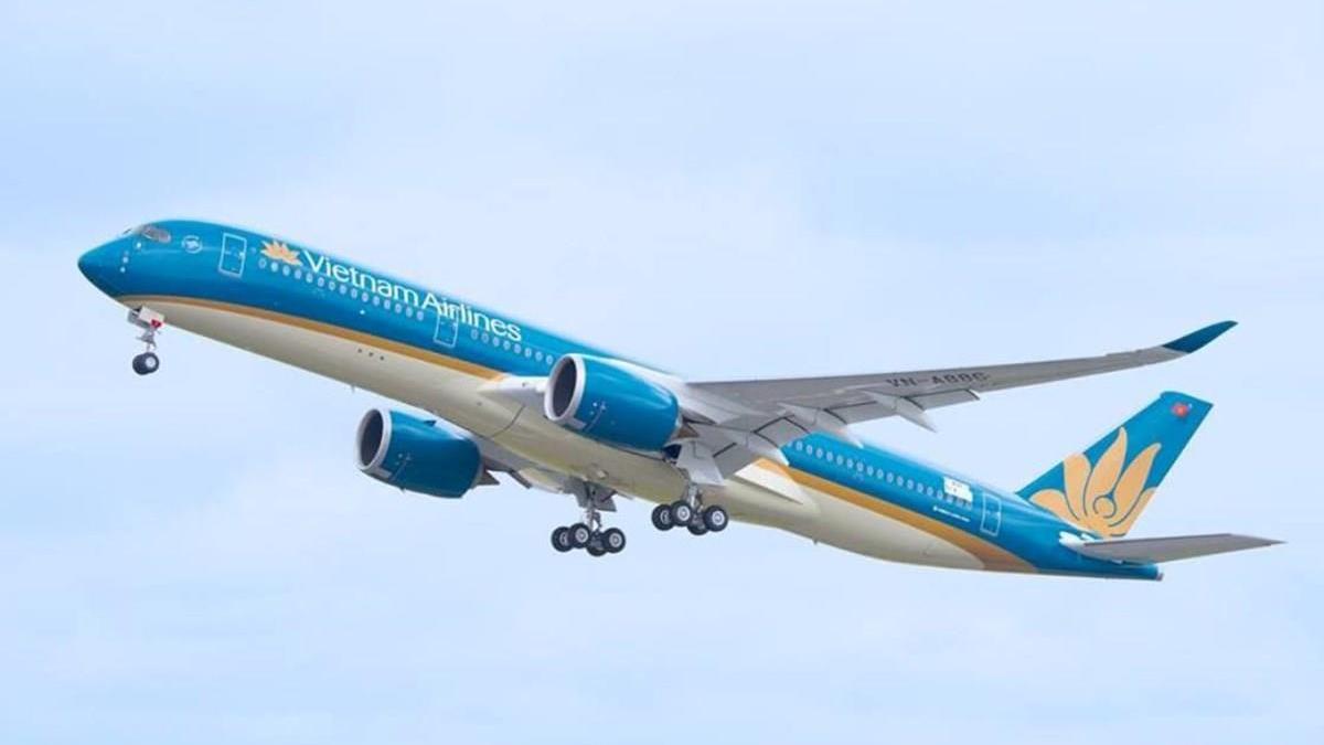 Máy bay của Vietnam Airlines hạ cánh khẩn cấp để cấp cứu hành khách
