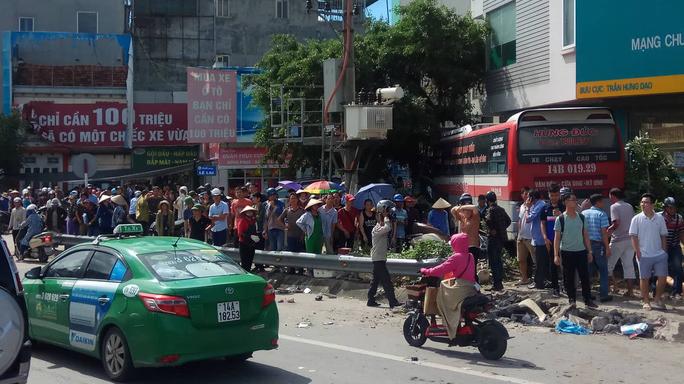 Xe khách gây tai nạn kinh hoàng, 2 người chết, 3 người bị thương